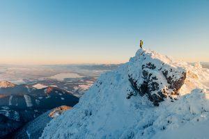 Hiker_Top_Mountain_Peak