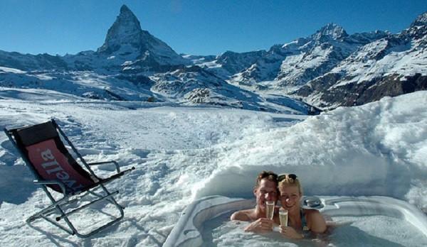 Hot tub in Iglu Village