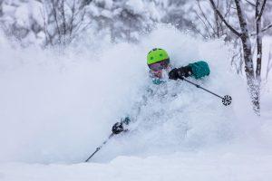 Storm_skiing_powder